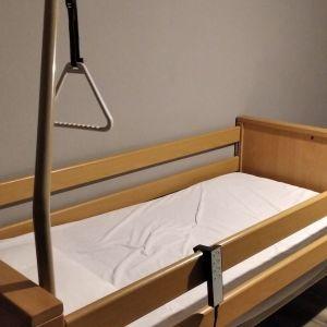 ξυλινο κρεβατι νοσοκομειακο