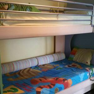 Kουκέτα παιδικού δωματίου με δύο στρώμματα ορθοπεδικά και αποθηκευτικό χώρο