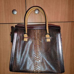 Γυναικεία τσάντα της εταιρίας Axel accessories