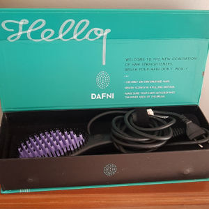 Κεραμική βούρτσα για πανεύκολο ίσιωμα μαλλιών. Αχρησιμοποίητη, αυθεντική DAFNI,πωλείται.