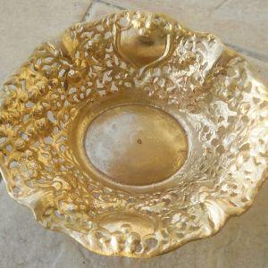 Φοντανιέρα μεταλλική σκαλιστή σε χρυσό χρώμα, παλιό κομμάτι, διαστάσεων 20εκ χ 18 εκ