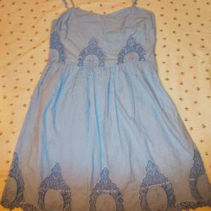 Γαλάζιο φόρεμα με δαντέλα