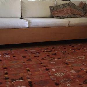 Πωλείται λόγω ανακαίνισης καναπές τριθέσιος μασίφ από ξύλο οξυάς σε άριστη κατάσταση