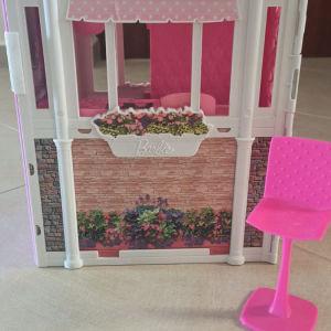 Barbie εξοχικό και ντουλάπα