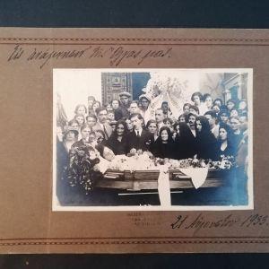 ΑΓΡΙΝΙΟ ΦΩΤΟ ΞΥΘΑΛΗΣ - Εις ανάμνησιν της Όλγας μας. Από κηδεία νεαρής κοπέλας το 1933