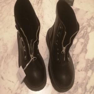 Μπότες με χοντρό πάτο