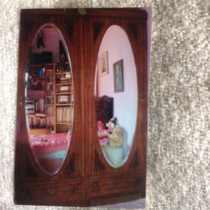 τριφυλλη ντουλαπα με μπιζουτε καθρεφτες και σκαλισματα του 1930