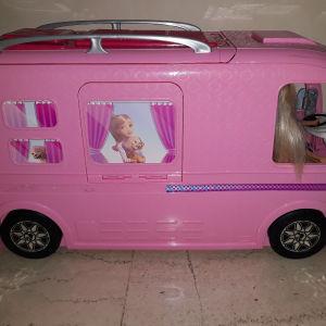 Barbie τροχόσπιτο & 4 κούκλες & αξεσουάρ