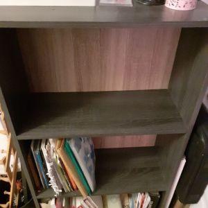 2 Βιβλιοθήκες ξύλινες ύψος 1.20, 3μεγάλα ράφια σε άριστη κατάσταση!     Η μία 25ευρώ(Οι 2 μαζί 40ευρώ)
