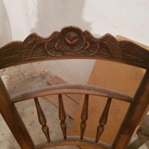Αντίκα καρέκλα με όμορφο διάκοσμο!