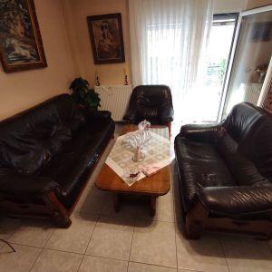 Σαλόνι καναπές διθέσιο, τριθέσιο με πολυθρόνα και τραπέζι.