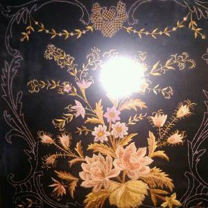 Παραδοσιακό χειροποίητο παλαιό κέντημα σε κάδρο με χρυσοκλωστή