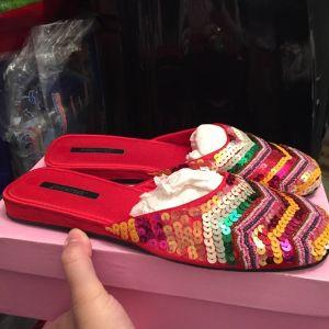 Παπούτσια σε στυλ παντόφλας