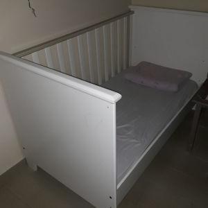 Σετ παιδικό κρεβατάκι και συρταριερα-αλλαξιερα