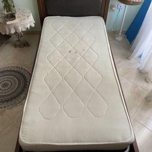Κρεβάτι μονό με στρώμα και τάβλες