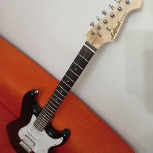Ηλεκτρική κιθάρα σε τέλεια κατάσταση αγρατζουνιστη