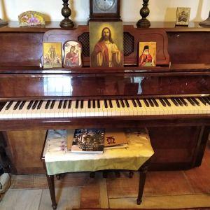 Πιάνο με σκαμπο