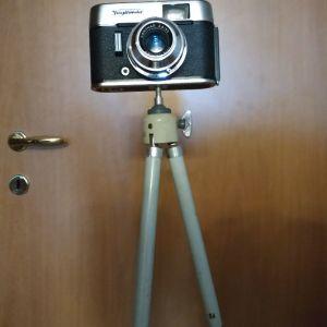 Φωτογραφική μηχανή 1963 και τρίποδας
