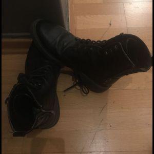 Bershka old premium quality male boots άνετες αδιάβροχες, 42,5 Νο μαλακες στο περπατημα αγορασμένες τότε 80€