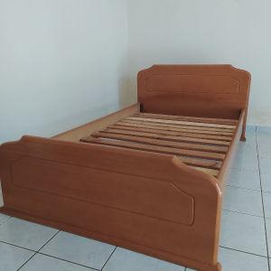 Κρεβάτι με καλής ποιότητας ξυλο +χαρίζεται το κομοδίνο