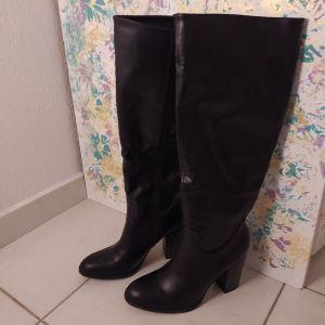 Μπότες με ψηλό τακούνι