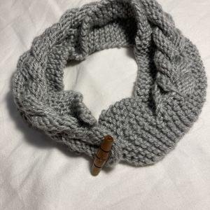 Handmade γκρι πλέκτη κορδέλα για τα μαλλιά