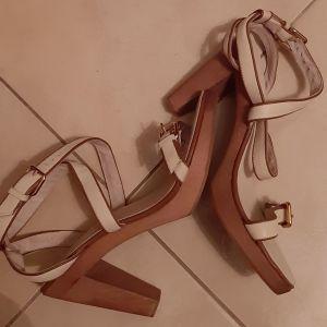 Πέδιλα Zara 40 καινούργια  δερμάτινα  με τακούνια