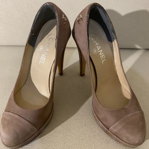 extremely gorgeous authentic pump by CHANEL  Paris in excellent condition size 38