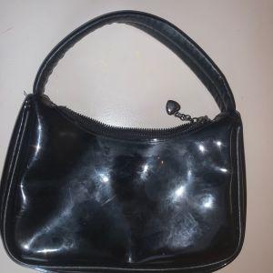 Τσάντα ωμού μαύρη see through