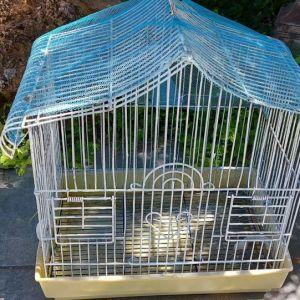 Σιδερένιο κλουβί για διάκοσμηση.