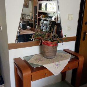 Έπιπλο εισόδου με καθρέφτη