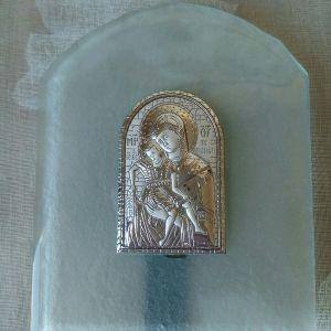 Εικόνα από ασήμι 925, σε αμμοβολημένο γυαλί διαστάσεων 12χ10 εκατοστών.