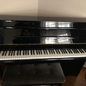 Πιάνο SCHIMMEL ελαφρά μεταχειρισμένο με σκαμπό .