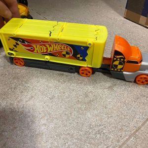 2 φορτηγά Hot Wheels