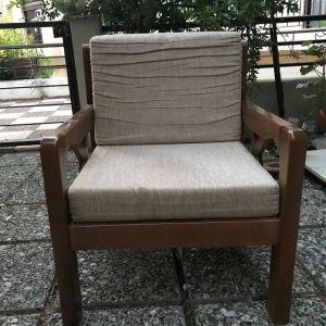 Πωλείται ξύλινη πολυθρόνα