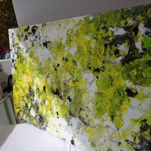 Πινακας σε καμβα με βασικο χρωμα κιτρινο-πρασινο με υπεροχες μαυρες λεπτομερειες μεγεθους 40/60 εκ.Αυθεντικος. Αφηρημενη τεχνη. Περασμενο με βερνικι. Ιδανικος για διακοσμηση και για δωρο.