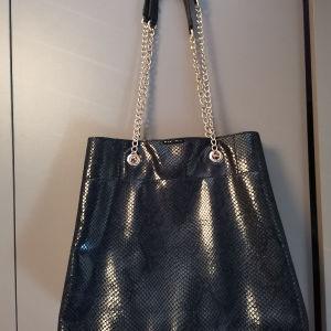 τσάντα ώμου μαύρη hm