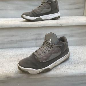 Nike Jordan 4 Auro