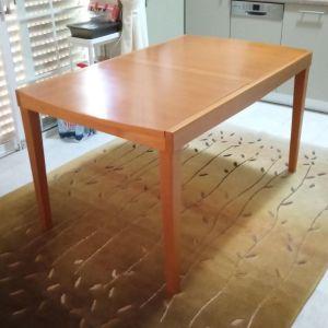 Πωλείται Τραπέζι μασίφ ξύλο επεκτεινόμενο.