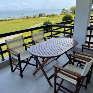 Σετ τραπέζι και 4 καρέκλες από ξύλο μασίφ σε άριστη κατάσταση