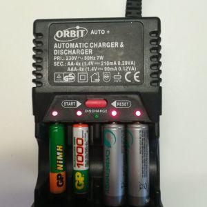 Φορτιστής μπαταριών για επαναφορτιζόμενες μπαταρίες ΑΑΑ & ΑΑ