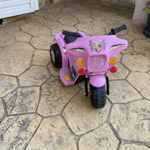 ηλεκτροκίνητο παιδικό μηχανάκι