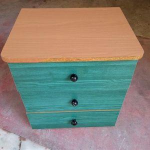 Κομοδίνο ξύλινο με 3 συρτάρια