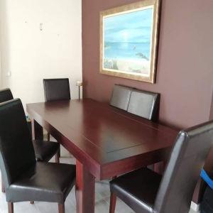 τραπεζαρία με 6 καρέκλες