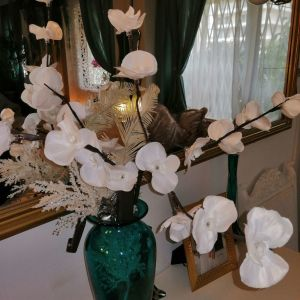 Διακόσμηση λουλούδια λαμπάκια.