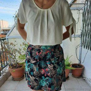 Ομορφη μίνι τροπικαλ φούστα