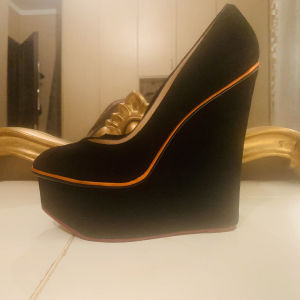 Charlotte Olympia no 40 wedges