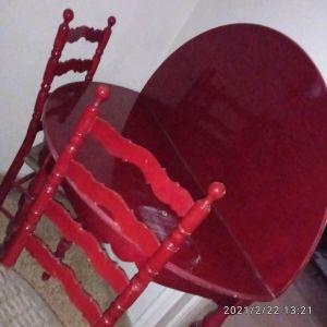 Ξύλινο τραπέζι κόκκινο μαζί με 6 καρέκλες. Διαστάσεις:ύψος 80cm, διάμετρος 120cm. Τιμή 175 ευρώ.