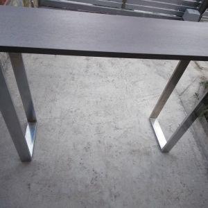 Τραπέζι πάγκος bar από την εταιρεία επίπλων Mexil