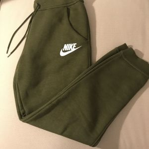 Γυναικεία φόρμα Nike, Small